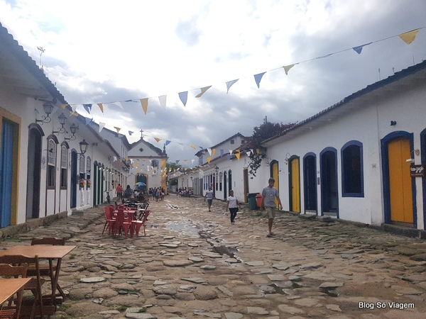 As charmosas ruas do centro histórico de Paraty